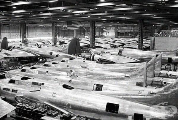 Производствена линия B-17F, 14 юли 1942 г.