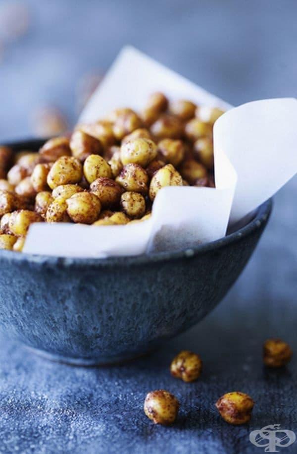 Нахут. Лещата и боба са добра храна, но да не забравяме и нахута. Той съдържа  невероятни 39 грама протеин на порция, което е почти в съответствие с препоръчителния дневен прием. Така че вие определено ще сте сити.