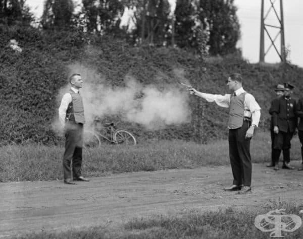 Смъртоносно тестване. През 1020 г бронежилетките са тествани директно върху тялото.