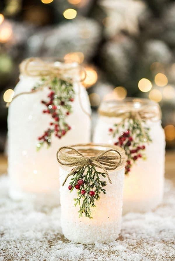 Красиви фенери от декорирани буркани.