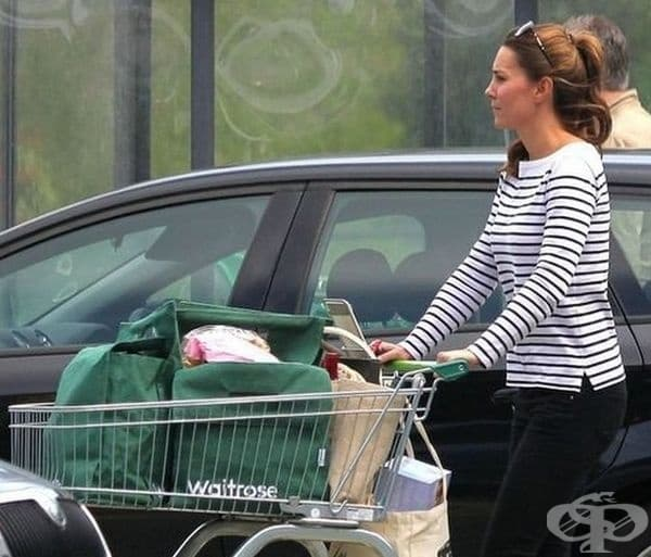 Пазаруват в супермаркетите през уикендите.