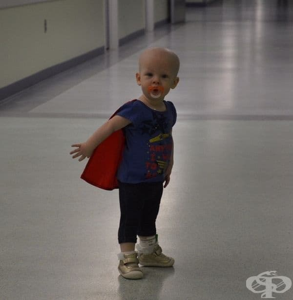 """""""Дъщерята на най-добрата ми приятелка трябваше да мине през 8 кръга на химиотерапия. Това е тя след последния й кръг."""""""