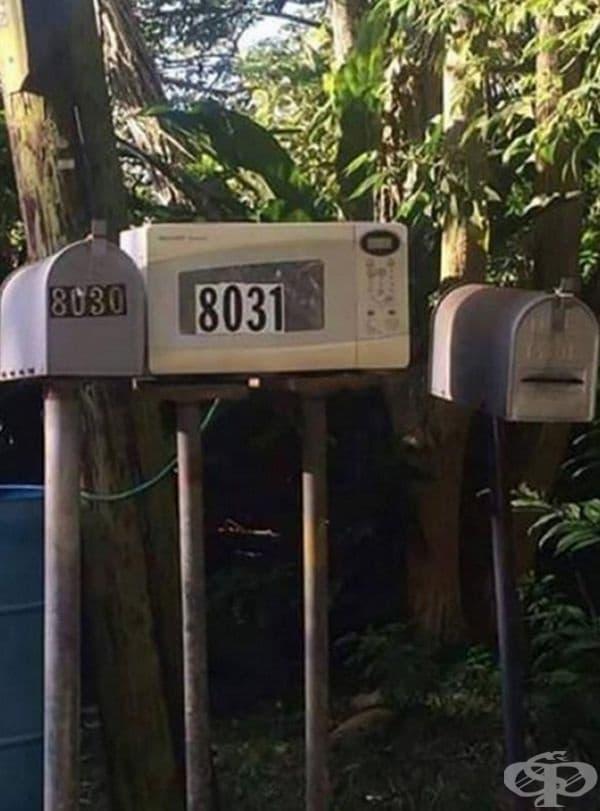 Неработещата микровълнова фурна не се изхвърля – от нея става чудесна пощенска кутия.