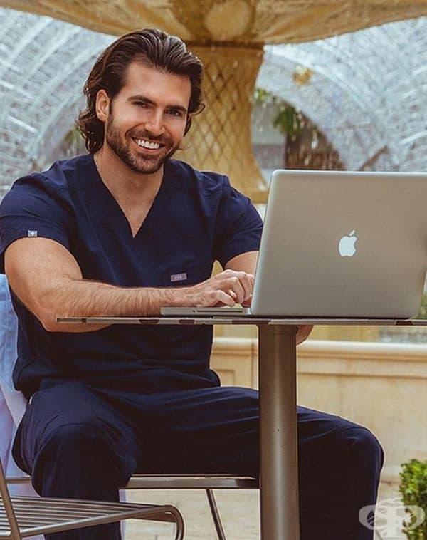 """""""Щях да чакам цял ден, само заради усмивката на този лекар."""""""