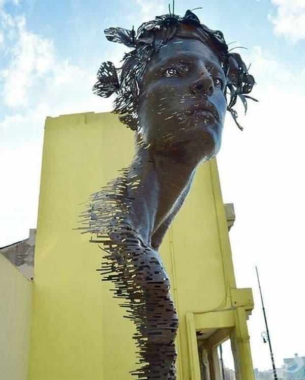 Тази монументална метална скулптура в Хавана, Куба е от Рафаел Сан Хуан. Тя отразява силата на кубинските жени. Красотата и чувствеността на този шедьовър са вдъхновени от кубинските балерини.