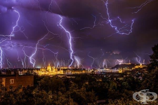 Мълнии над Будапеща, Унгария.