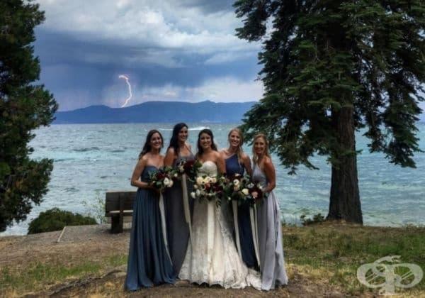 Подобна сватбена снимка е една на милион.