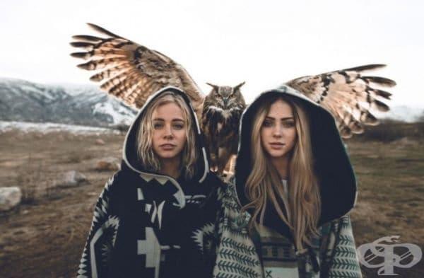 Две красиви момичета и един невероятен бухал.