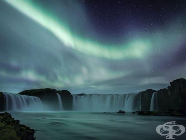 Водопад, Исландия. (Снимка: Хордур Финбогасън)