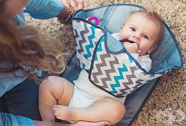 Подложка, която ограничава бебето да се изцапа, докато му сменяте пелените.