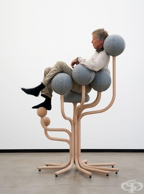 Кресло във вид на дърво с меки възглавници по клоните.