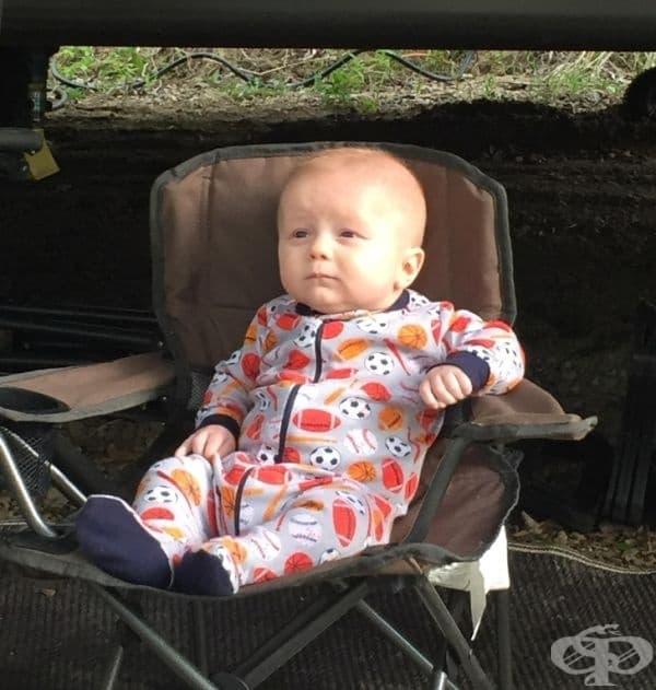 """""""Синът ми планира живота си по време на своето първо къмпинг пътуване."""""""