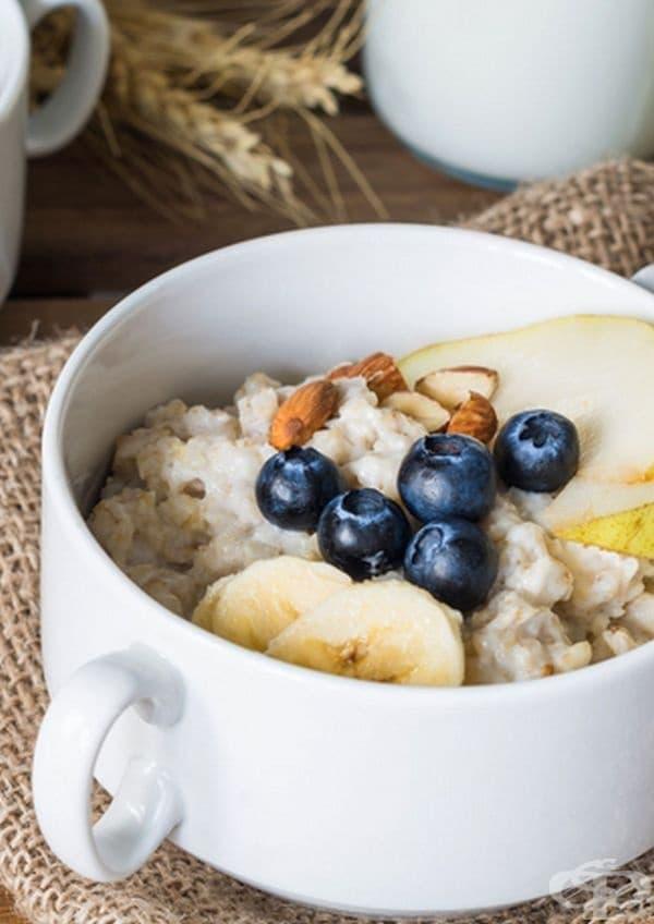 Овесена каша. Според специалисти от Клиниката в Кливланд висококачествените зърнени храни са перфектната закуска за тези, които желаят да отслабнат. Желателно е да се избягват ароматизираните пакети, за да се намали натрупването на излишни калории.