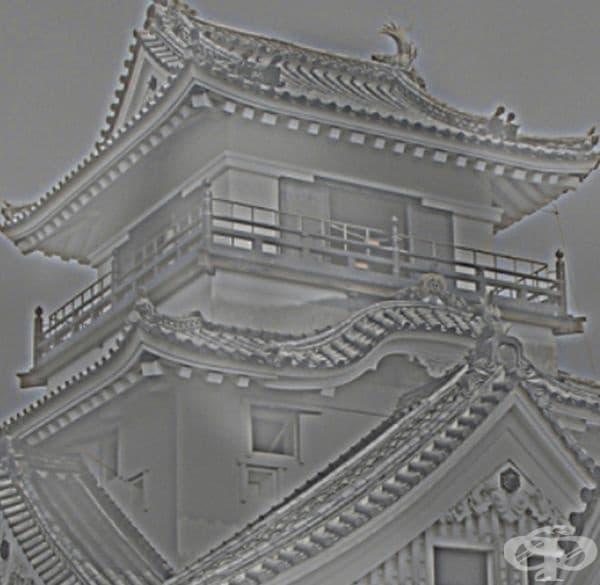 Какво виждате - китайски храм?  Сега се отдалечете от екрана колкото може по-надалеч. Виждате ли една известна картина?