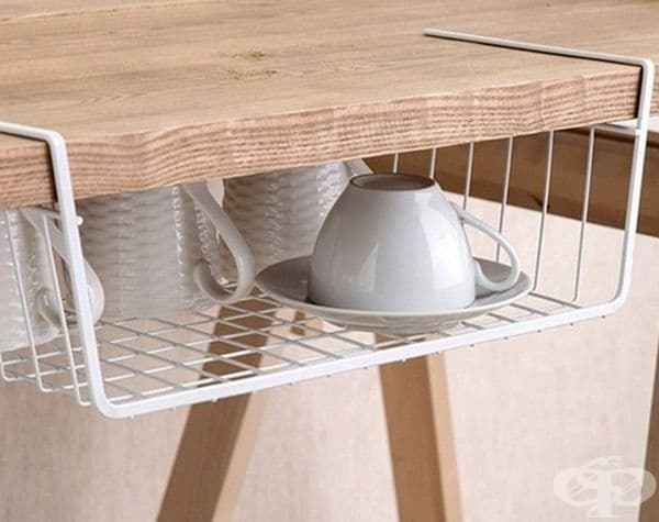 Пространството под масата също може да се използва.