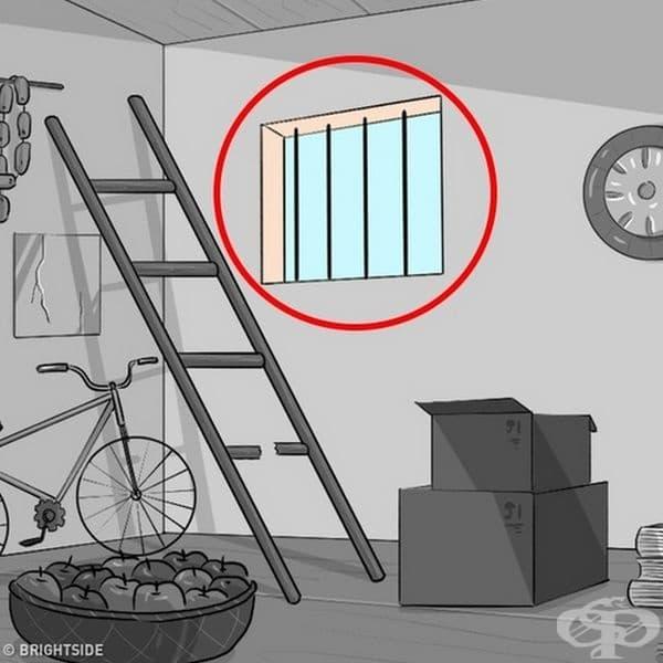 Прозорец с решетка. Вие вероятно сте самотен човек. Решетките обикновено символизират депресия и безпокойство.