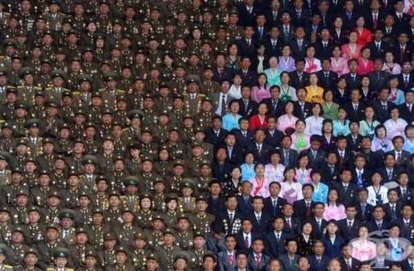 Снимка от празника на 100-годишнината от раждането на основателя на Северна Корея - Ким Ир Сен.