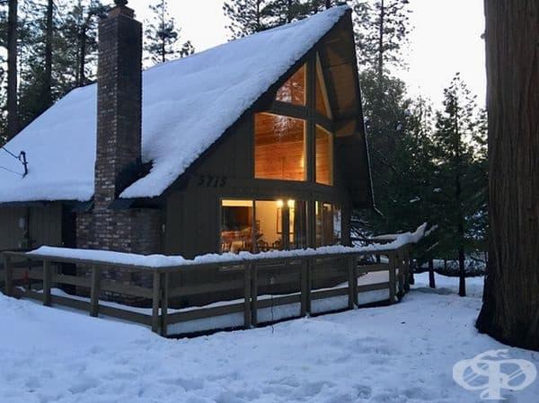 Топла къща в планината.