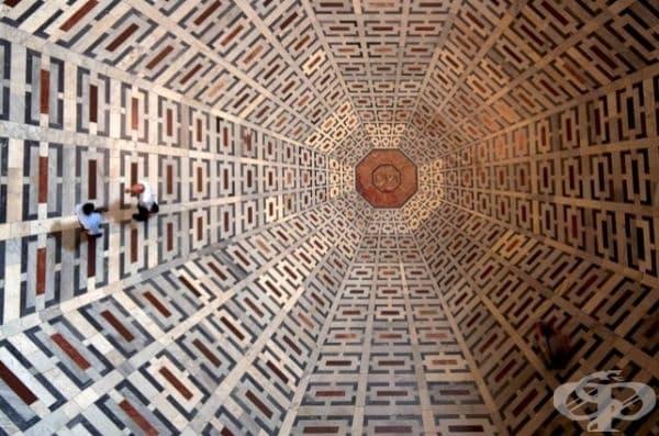Изумителна мозайка на пода на катедралата във Флоренция (изглед отгоре).