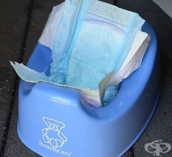 Памперс в гърне е добър вариант, когато детето не използва пелени, а сте на път и няма как да почистите съдържанието.