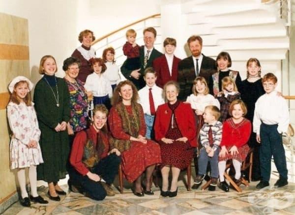 """""""Всички членове на нашето семейство имат червена коса, с изключение на баба ми и леля ми."""""""