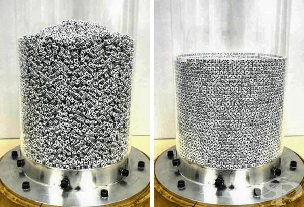 25 000 малки зарчета се разбъркват в цилиндър, за да образуват концентрични кръгове.