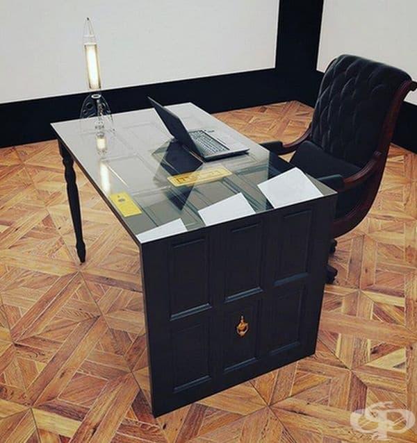 Ненужната врата може да се превърне в екстравагантно бюро или маса.