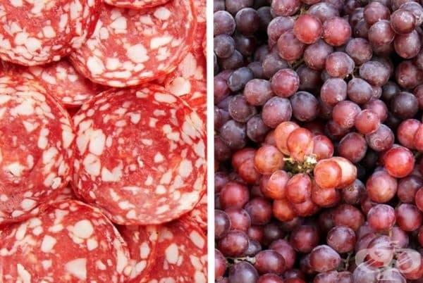 Салам с грозде. Зрънце грозде, обвито в парче салам, идеално подхожда към чаша студено вино.