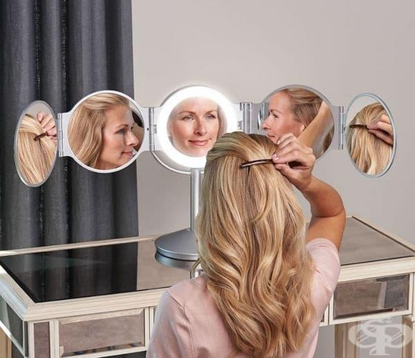 Огледало, с помощта на което лесно може да оформите прическата си.