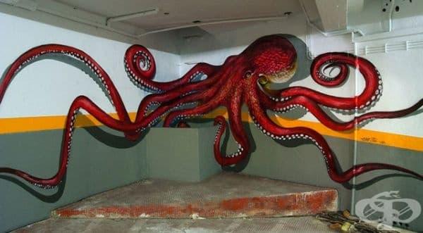 Огромен и страшен октопод ви дебне в края на сградата.