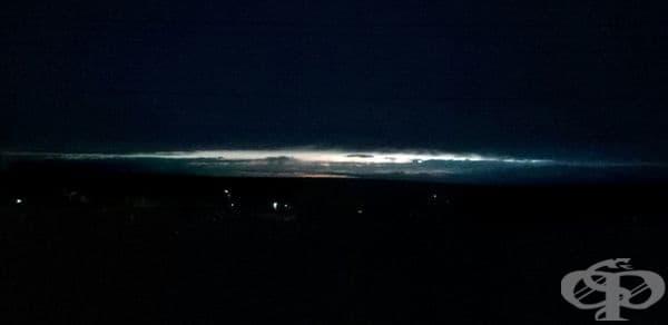 Снимка на залез след буря изглежда като снимка на Галактиката.