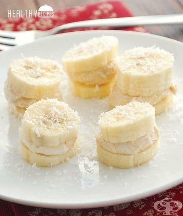 И накрая десерт - бананови резени с фъстъчено масло и кокосови стърготини.
