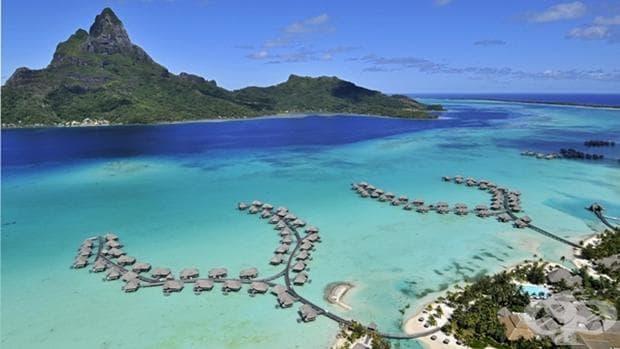 Малкият остров Бора Бора, намиращ се северозападно от Таити във Френска Полинезия, е дом на тюркоазени лагуни, меки бели пясъци и уникални залези.