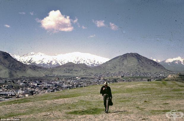 Тези идилични изображения са направени през 1967, когато учителят е изпратен в Кабул от ЮНЕСКО