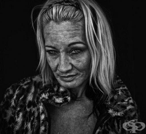 Фотограф улавя болката в сърцето на бездомни хора чрез тези уникални фотографии