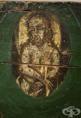 На гърба на облегалката си античният модел имал изрисувана икона. Вярвало се, че по този начин родилките, чрез божествена протекция, ще родят по-лесно.