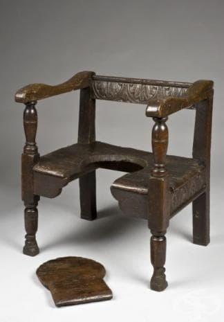 Стол от 17-ти век - с премахваща се част на седалката.