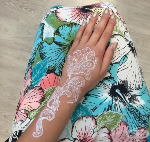 22 невероятни бели татуировки, които да изпробвате това лято