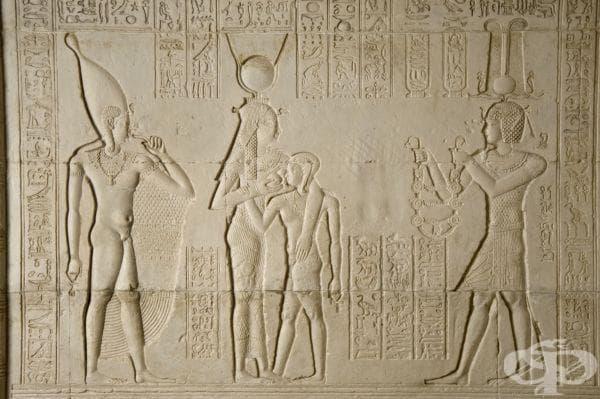 Гипсови отливки на древноегипетски родилни плочи от храма на Хатор в Дендера