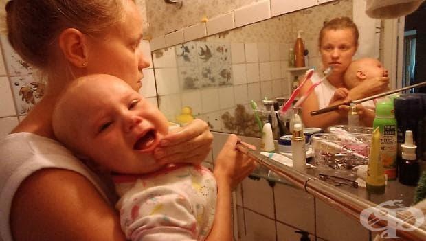 Майка документира със селфи стик какво е да живееш с бебе
