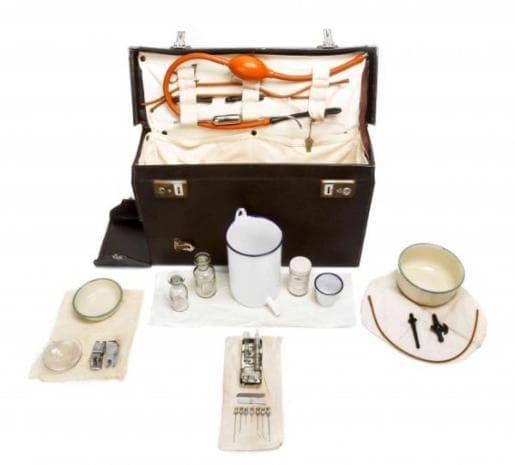 Акушерски чанти, ползвани в Англия от 1925 до 1955 година