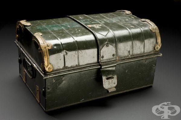 Сандъче с лекарства, ползвано по време на научната експедиция на Тиодор Рузвелт през 1909 година
