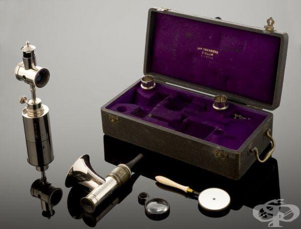 Този аурископ е създаден в Париж от майстор на медицински инструменти, на име Колин.