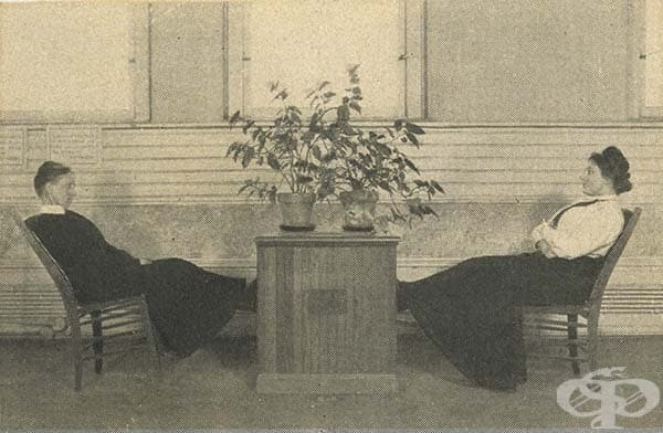 В този случай вибромасажорите са вградени в столове.
