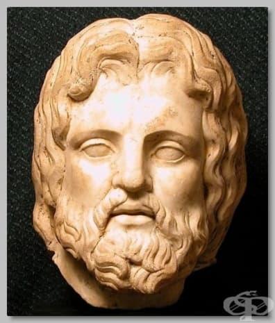 Мраморен бюст от втори век на бога на медицината Асклепий.
