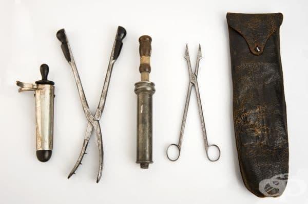 Акушерски хирургически комплект от 1831 година