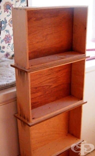 Етажерка от съединени чекмеджета