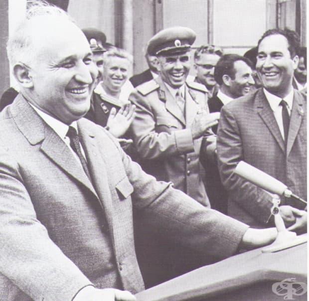 Прословутата обич между Тодор Живков и народа - в 14 снимки от 60-те-70-те години на 20 век