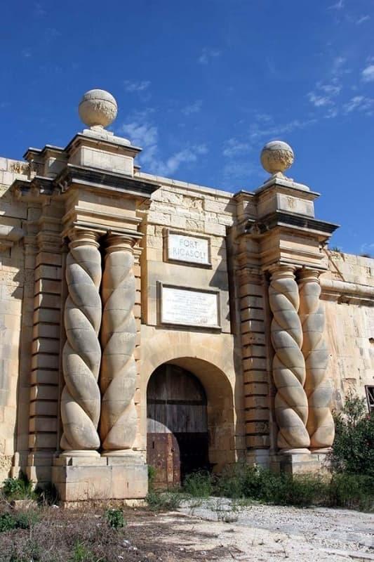 Пристанището Рикасоли, Малта (портата на Червената крепост)