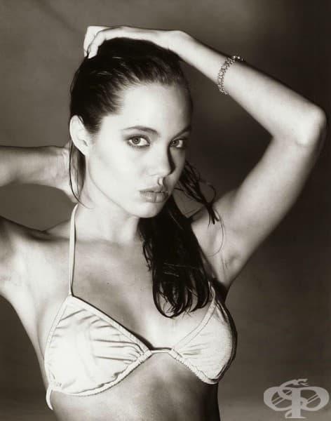 Вижте една от първите фотосесии на Анджелина Джоли